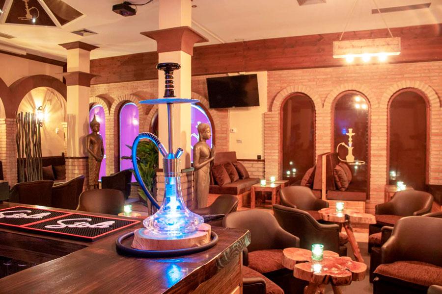 Shisha o cachimba en el salón de Wooden Shisha Lounge Ibiza, tetería con shishas o cachimbas en Ibiza